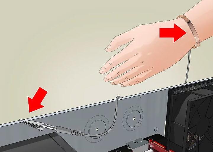 از یک مچ بند که با سیم اتصال به زمین به یک ایستگاه کاری (work station) یا شاسی رایانه ای (computer chassis) که خود به زمین متصل شده است، استفاده کنید.